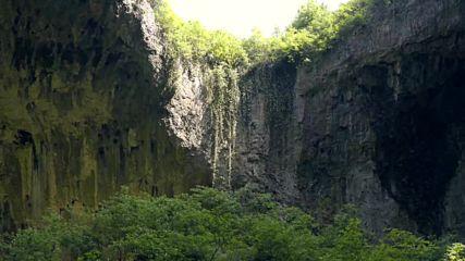 Деветашката пещера от земя и въздух