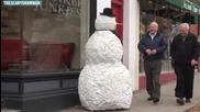 Жив снежен човек плаши хората