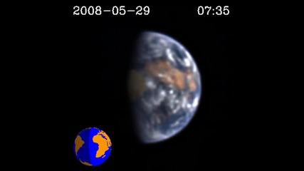 The Moon транзита на Земята през погледа на Epoxi