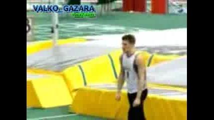 Спортист просто изчезва.. при скок да дължина.