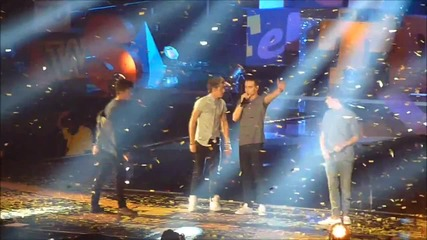 Live While We Are Young- One Direction в The Teen Awards
