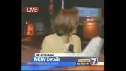 Гол мъж жестоко опърдява репортерка