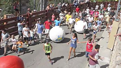Spain: The running of the balls - Mataelpino swaps bull run for giant balls