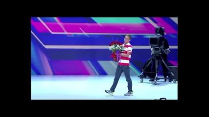 Луд фен на Бритни откачи на сцената на The X Factor + Бг. Превод