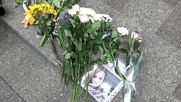 Ukraine: Mourners pay tribute to MH17 victims near Dutch Embassy