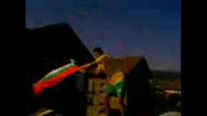 Бачонката Вее Силно Знамето На България