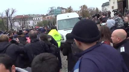 Сблъсък между полиция и студенти - Окупация на парламента 12.11.2013