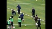 Кристиано Роналдо се надиграва с хлапе