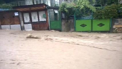 Наводнения и в Троян, евакуираха 6-членно семейство-2