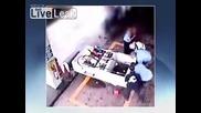 Жена потегля с писолета в резервоара на бензиностанция
