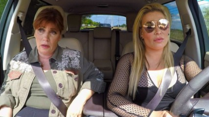 Natalya and her mother aren't sure what to do with her father's ashes: Total Divas Bonus Clip, Nov. 12, 2019