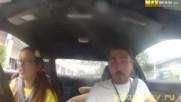 Шампионка по дрифт се шегува с автомобилни инструктори .