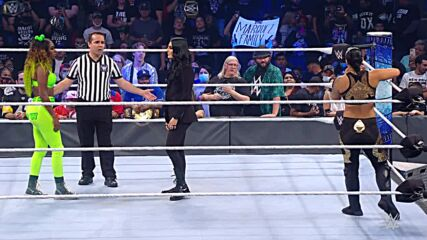 Naomi vs. Sonya Deville & Shayna Baszler – 2-on-1 Handicap Match: SmackDown, Oct. 15, 2021