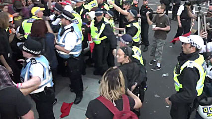UK: Free Tommy protesters spar with London antifa in tense scenes