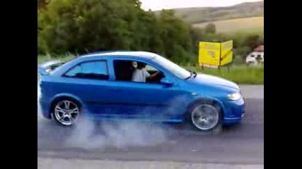 Opel Astra Burnout