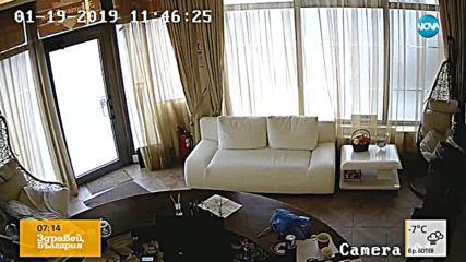 ДРЪЖТЕ КРАДЕЦА: Мъж краде телефон в салона за красота