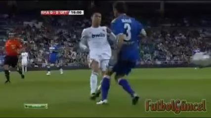 Роналдо удряя ии ...
