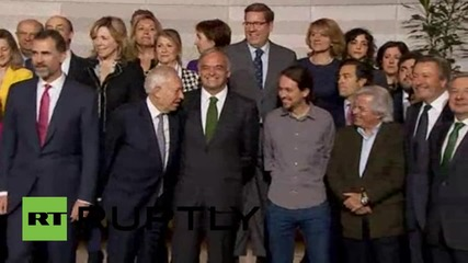 Belgium: Podemos' Iglesias giving message to king with Game of Thrones gift?