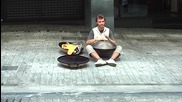 Уличен музикант в Атина