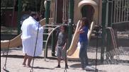 Щур маниак в парка- как реагират родителите!.. Шега