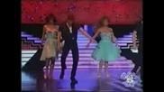 Талия Изпълнява Песента От мръсни Танци