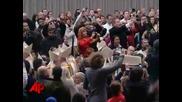 Скандално, Психично болна жена нападна папа Бенедикт 16!