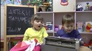 Що е то пишеща машина и харчи ли се при децата? :)