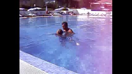 Първи Опити В Яко Плуване