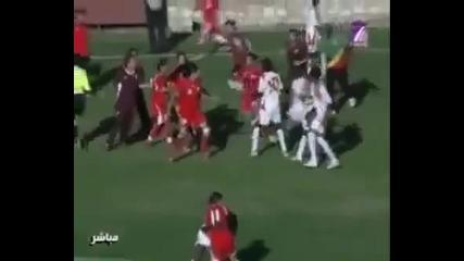 Потресаващ бой на женски мач