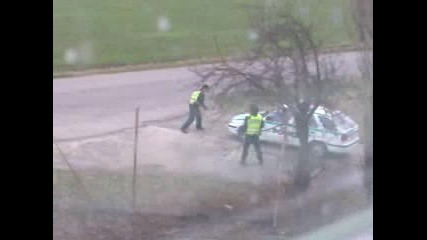 Какво правят полицаите когато няма трафик по пътя!!!