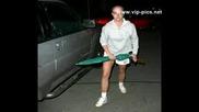 Britney Напада Кола С Чадър