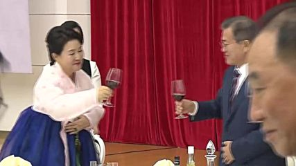 North Korea: Kim and Moon toast 'new era of peace'