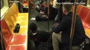 Почиващи скандинавски полицаи спират меле в Манхатанското метро