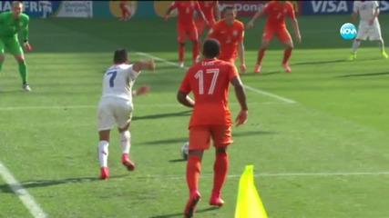 Холандия победи Чили с 2:0