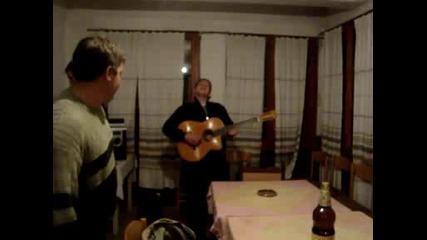 Bate Micko na kitarata :d