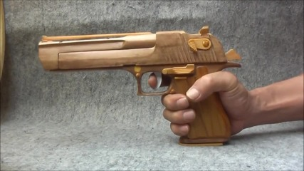 Страхотно направен дървен пистолет