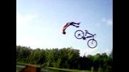 скок с колело в езеро ненормалник