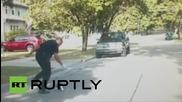 САЩ: Бебе скункс освободено от полицай след като се заклещва в кутийка от йогурт