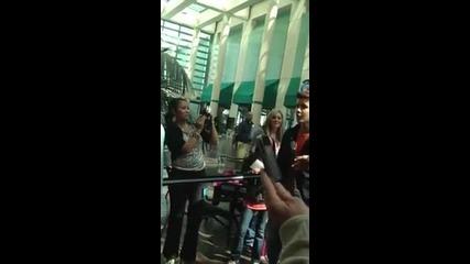 Джъстин се среща с фенове :)