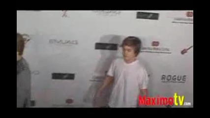 Cole And Dylan Sprouse at the Rock - N - Reel 2009