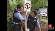 Полицай Отива По Нужда В Храстите - Смешна Скрита Камера