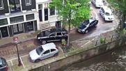 Ето с кого автоджигит си прави гонка по улица в Амстердам !