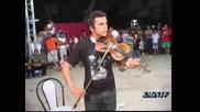 изпълнение на цигулка (страхотно е)