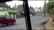Шумахер вече кара автобус - Смях