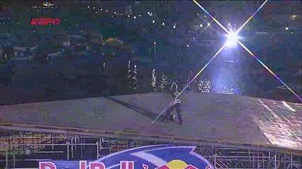 Travis Pastrana прави рекорден скок от 269 метра с рали кола