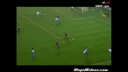Гола фенка вкарва гол по време на мач :d