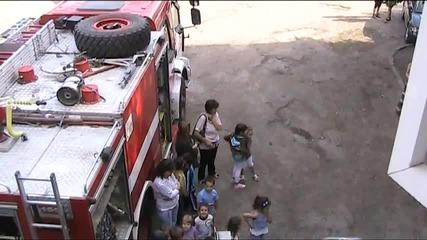 Деца се възхищаваха на противопожарна техника-хасково