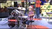 Малкия полудява на барабаните