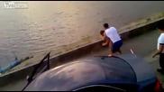 Упорит пиян руснак яде бой на улицата - 100% Смях