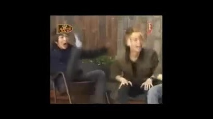 10 minutes of Onew falling off the chair